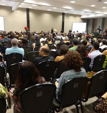 Plateia draunte a sessão de abertura da 1ª Conferência Nacional Livre de Comunicação em Saúde