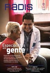 Capa da revista Radis edição 171, exibindo a imagem de um médico de família do SUS sorrindo e dando às mãos a uma senhora. Ambos estão sentados