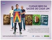 """Imagem da campanha """"Cuidae bem da saúde de cada um"""", com imagens de três homens e a palavra saúde escrita"""
