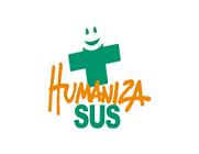 """Logo da Rede HumanizaSUS, com uma cruz em verde e escrito """"HumanizaSUS"""" e """"Humaniza"""" em laranja"""